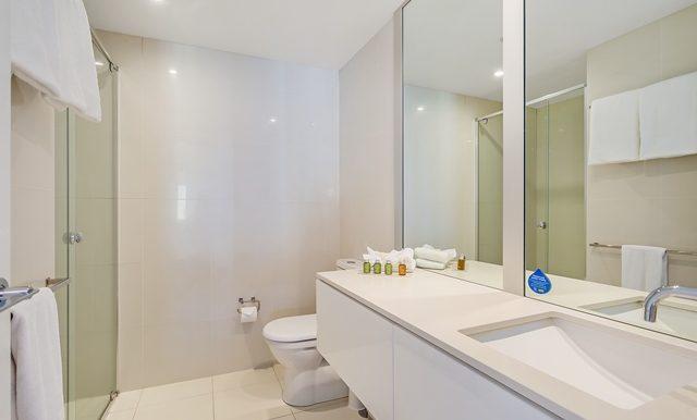 1601Q1 main bathroom  small